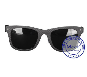Outdoor Camping Relaxing Time with OEM Cool Sunglasses for Man Holder pictures & photos