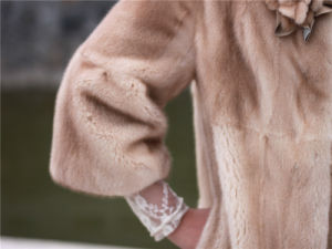 Women′s Fashion Fur Coat OEM with Fur Trimming pictures & photos