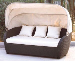 Garden Rattan/Wicker Daybed with Canopy for Outdoor Furniture pictures & photos
