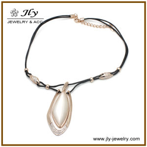 Wholesale Alloy Gold Plating Semi-Precious Stone PU Cord Fashion Jewelry Necklace pictures & photos
