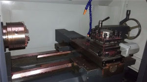Heavy Duty CNC Lathe with Tailstock pictures & photos