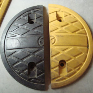 500*350*50mm Traffic Safety Factory Price Black Yellow Road Rubber Speed Bump pictures & photos