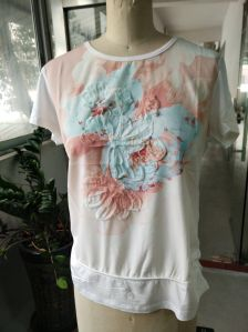 Fashion Latest Pink Lovely Flower Embroidery Women T -Shirt pictures & photos