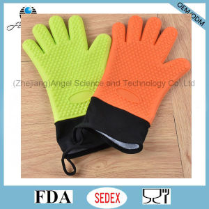 Long and Warm 5-Finger Holiday Silicone Glove for Baking Sg30