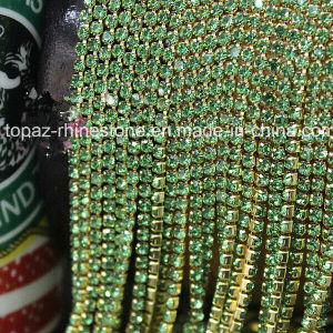 Handmade Decoration Gold Claw Glass Rhinestone Cup Chain (TCS-3mm peridot) pictures & photos