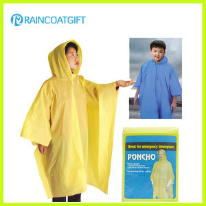 Disposbale Cheap Yellow PE Raincoat (RVC-140) pictures & photos