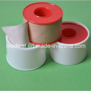 Medical Adhesive Zinc Oxide Plaster with Plastic Ting pictures & photos