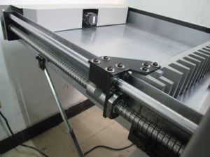 Hydraulic Program Control Paper Cutting Machine (H670R) pictures & photos