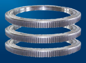 Three-Row Roller Slewing Ring Bearings 132.45.2800 pictures & photos