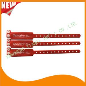 Custom Entertainment Vinyl Plastic ID Wristband Bracelet Bands (E6060B30) pictures & photos