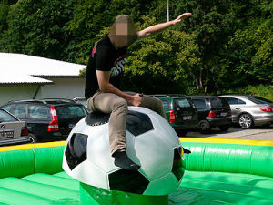 Mechanical Football Bull Rodeo Game pictures & photos