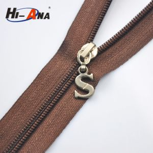 Made with Important Materials Custom Locking Zipper Pull pictures & photos