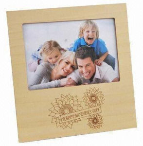 Nature Wood Color Family Photo Frame pictures & photos