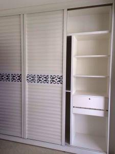 Guanjia Kitchen Maple Wood Veneer Wardrobe Doors Wd006 pictures & photos