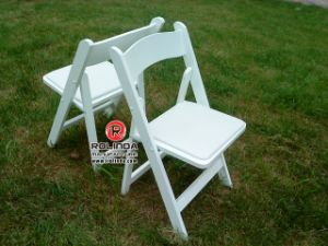Factory Price Wooden Wedding Event Folding Chair pictures & photos
