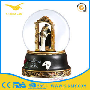 High Quality Glass Wedding Snow Globe Gift Glass Snow Ball pictures & photos