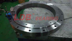 Single-Row Four Point Contact Slewing Ball Bearing with Internal Gear 9I-1b36-0715-0254 pictures & photos