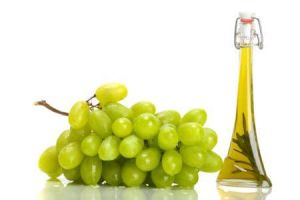 Safe Organic Solvents Grape Seed Oil for Food or Pharmaceutica Raw Materials CAS 8024-22-4 pictures & photos