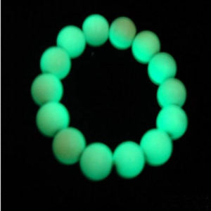 Green Color Glow in The Dark Pebble Stone pictures & photos