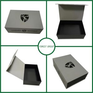 Customized Paper Packaging Box for Clothes pictures & photos