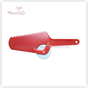 Wholesale Plastic PS 2 in 1 Pizza Cutter 24.3X9.9X0.9cm pictures & photos