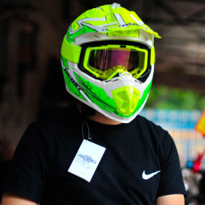 Full Face Motorcycle Helemt for Motocross with Bright Colors pictures & photos