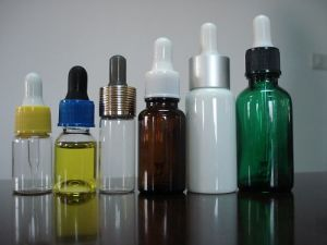 Kinds of Tubular Clear Screwed Glass Bottle for Cosmetic Packing pictures & photos