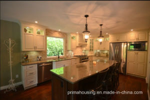 Traditional Solid Wood Kitchen Cabinet (PR-K2037) pictures & photos