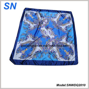 2015 Stock Woman′s Fashion Satin Paisley Square Scarf pictures & photos