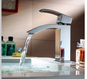Luxury Single Lever Basin Water Faucet (DH37) pictures & photos