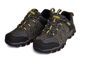 Skid Resistance Outdoor Shoes for Hiking pictures & photos