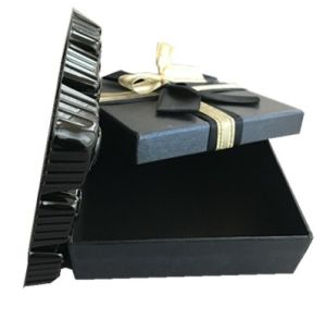 Handmade Gift Box with Silk Ribbon for Candy and Chocolate pictures & photos