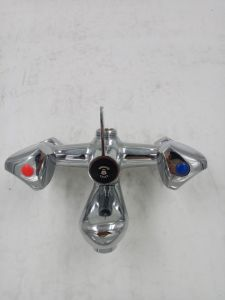 New Arrival Double Handle Bathtub Mixer&Faucet Jv74701 pictures & photos