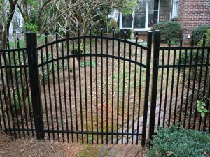 Modernized Free Maintenance Powder Coated Arched Picket Garden Gate pictures & photos