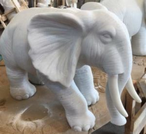 Sandstone Polyresin Carving Golden Elephant Sculpture for Home or Garden Decoration pictures & photos