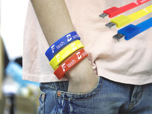 Popular Promotional Gifts Silicone USB Wristband pictures & photos