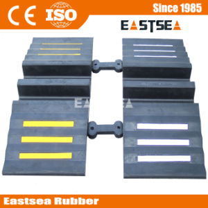 Integrated Safety Rubber Driveway Bridge Hose Protection pictures & photos