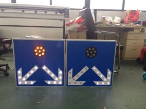 Ce & RoHS Approved Solar Traffic Sign / LED Flashing Road Sign pictures & photos