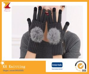 Touch Screen Winter Gloves with Pompon pictures & photos