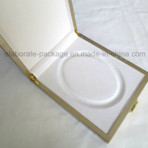 Customized Golden Wooden Peal Necklace Gift Packaging Box pictures & photos