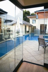 Tempered Glass Frameless Glass Sliding Stacking Door pictures & photos