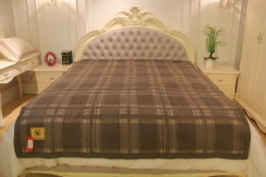 Yak Wool Lattice Blanket/Cashmere Fabric/Camel Wool Textile/Bed Sheet/Bedding pictures & photos