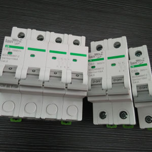 4p Circuit Breaker (TUV Certification) , Solar Photovoltaic DC Circuit Breaker with Competitive Price (JB-63) pictures & photos
