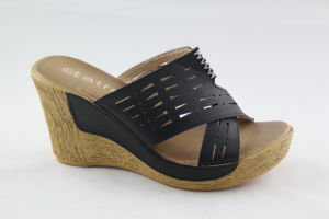 Cool and Comfortable Lady′s Slipper with Wedge Design pictures & photos