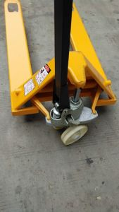 Durable and Widely Used 2.5 T Manual Forklift pictures & photos