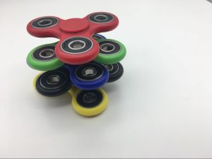 Cheap Fidget Spinner Solid Color Hand Spinner Finger Spinner Toys Fight EDC Tri Digit Air Plastic Finger Gyro Spinners pictures & photos