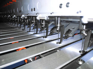 Horizontal Computerized Quilting Embroidery Machine pictures & photos