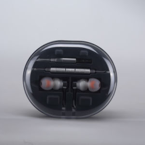 Microphone Function and Wired Communication Hybrid Dynamic Earphone pictures & photos