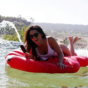 2017 New Inflatable Sexy Red Lip Mouth Pool Float pictures & photos