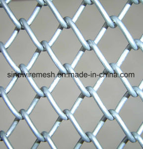 Various Size Hot Dipped Galvanized Chain Link Wire Mesh Fence pictures & photos